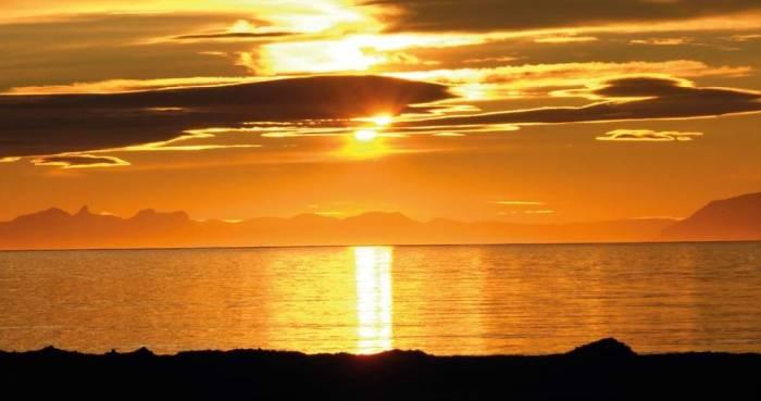Matahari tengah malam di Norwegia.