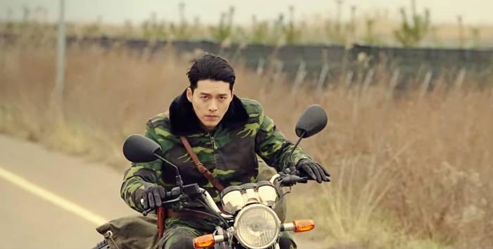 Hyun Bin dalam Crash Landing On You. (IMDb)