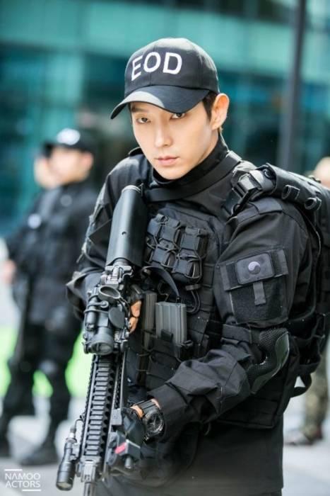 Lee Joon Gi dalam Criminal Minds. (Soompi)