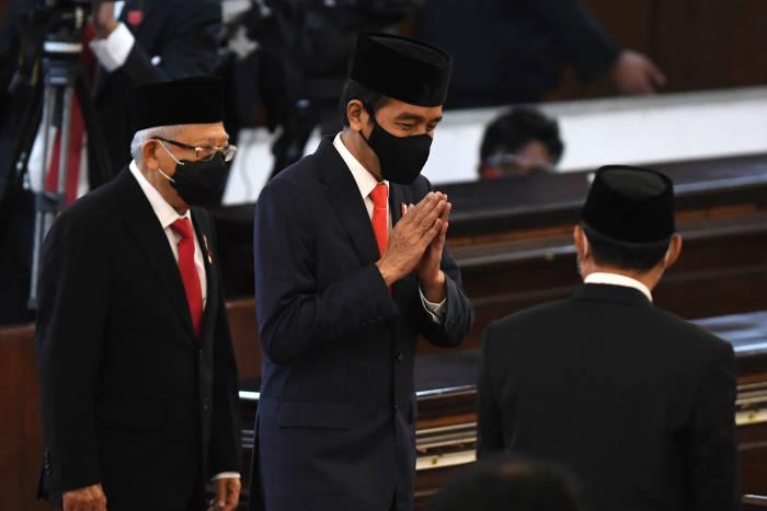 Presiden Joko Widodo didampingi Wakil Presiden Ma