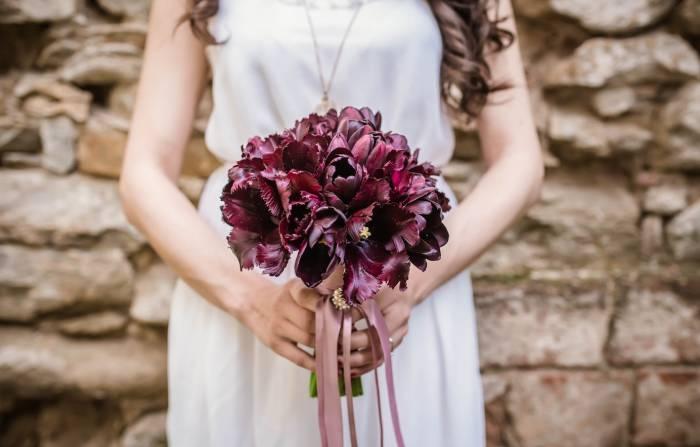 tips datang ke nikahan mantan kekasih biar tampil elegan