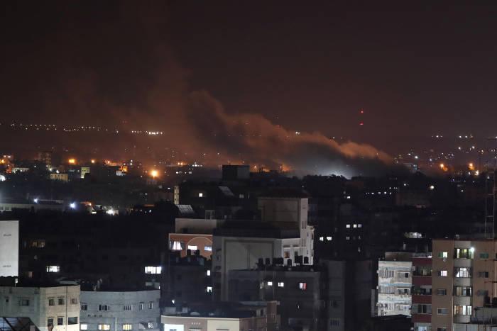 Api dan asap terlihat selama serangan udara Israel di Gaza