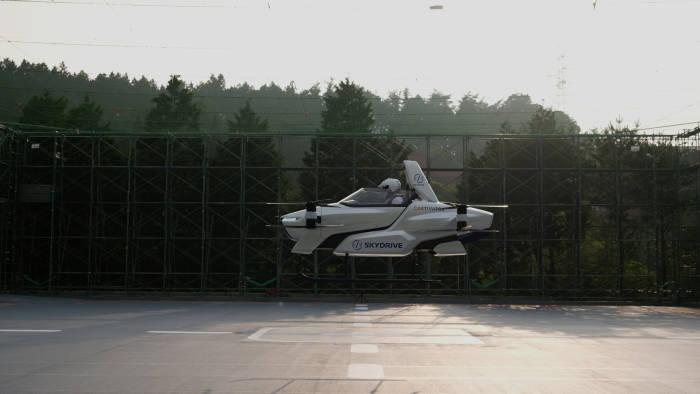 Taksi terbang SkyDrive SD-03 saat dilakukan uji coba terbang