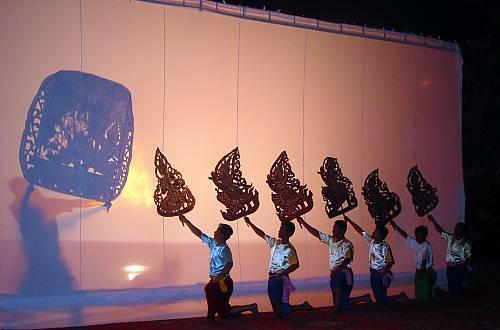 Sbek Thom, teater bayangan Kamboja.