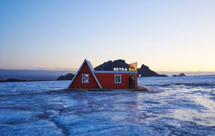 bar gletser pertama di dunia di Islandia